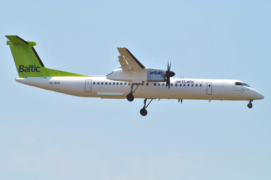 Самолет dash8 400 кликни по фотографии